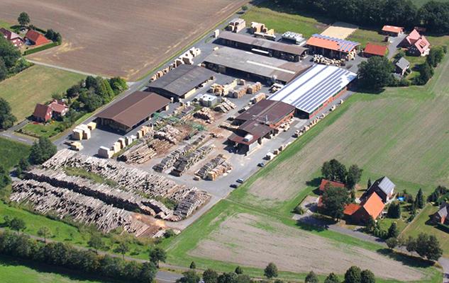 Heute produzieren wir mit 30 Mitarbeitern auf modernen Nagelanlagen Europaletten, CP-Paletten, Einwegpaletten, Sonderpaletten und Kartoffelkisten.